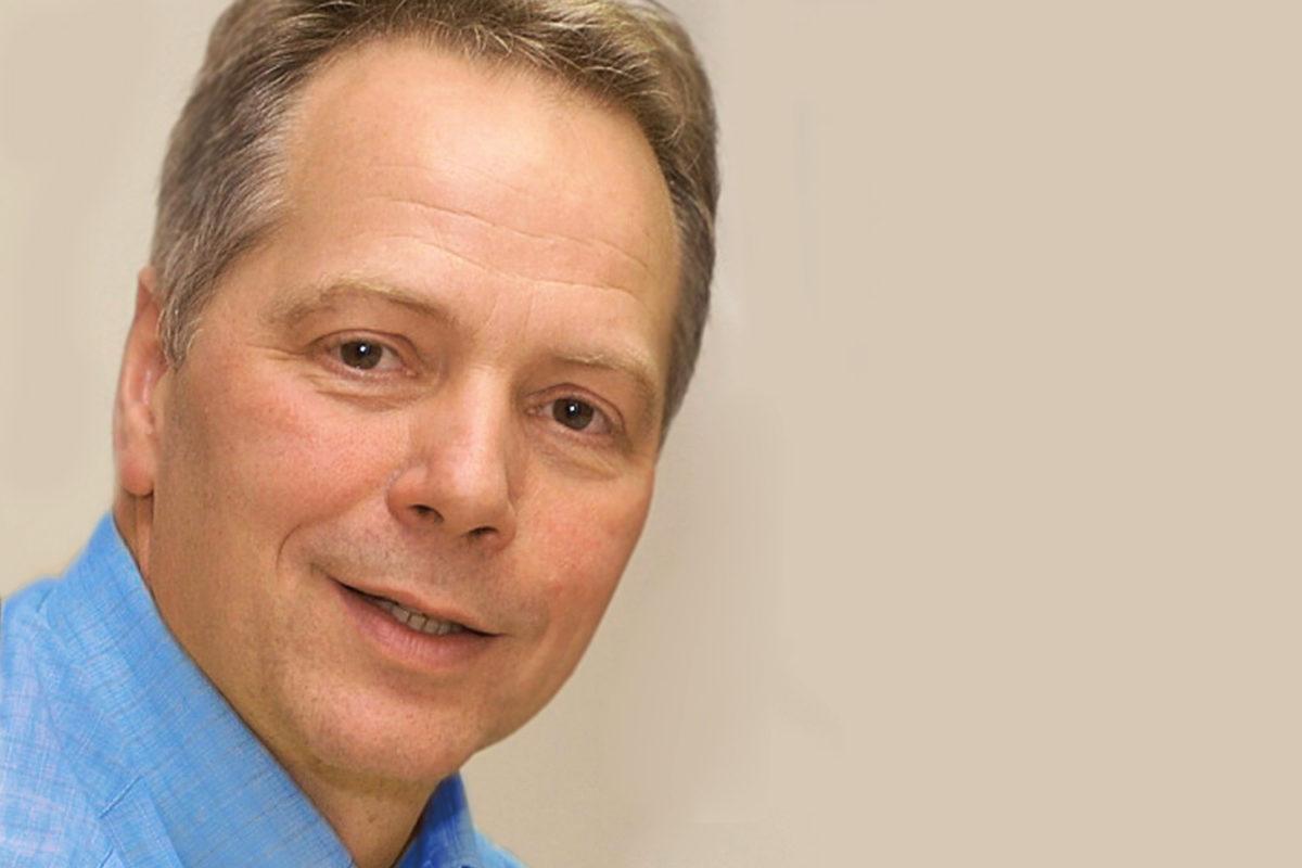 Wie Babys nachts gut schlafen – Ein Interview mit dem Bindungsforscher Karl Heinz Brisch