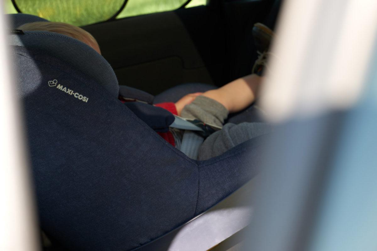 Mehr Sicherheit im Auto für Kleinkinder Dank rückwärts gerichtetem Kindersitz